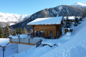 Chalet La Luge in the snow