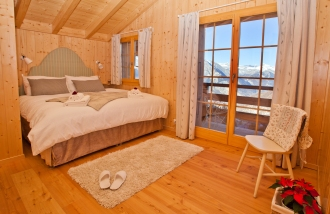 Double bedroom with en-suite shower room and balcony at Chalet ChouChou